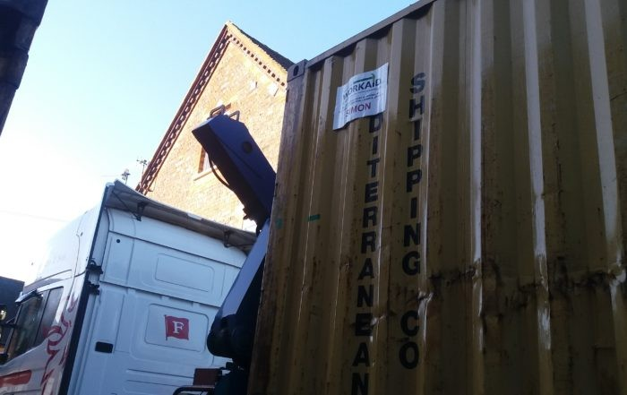 container Simon on lorry